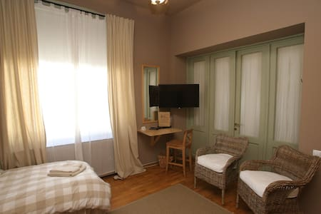 """Augustin"" Twin Comfort Room with shared bathroom - Turda"