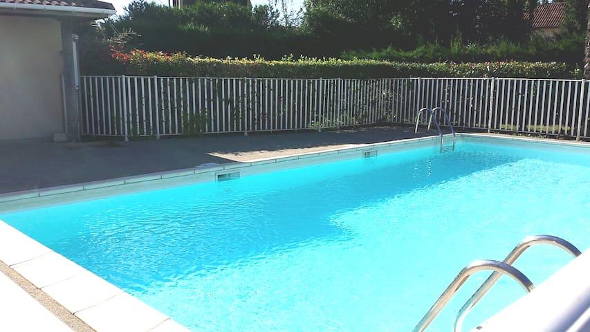 Chambre dans Appart calme T3 grand balcon /piscine - Pau - Appartement en résidence