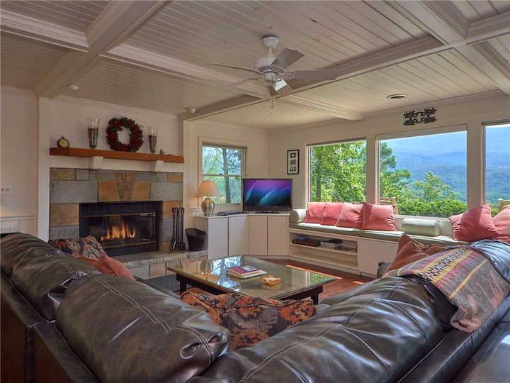 Mountain Perch, 3 Bedroom, Sleeps 6, View, Golf, Swimming, Hot Tub, Private