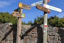 Indicadores de diferentes rutas senderistas, un estupendo plan .