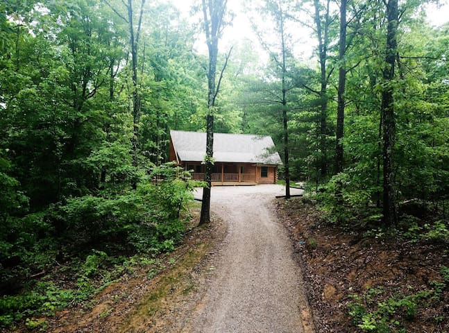 Brand new, secluded log cabin