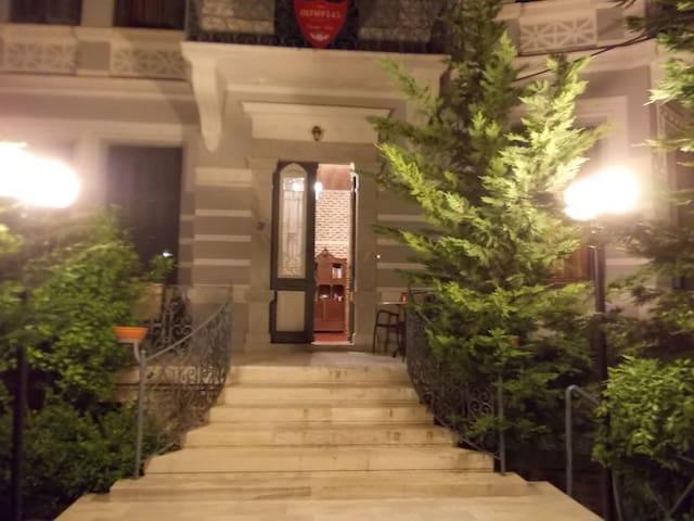 OLYMPIAS  TRADITIONAL HOTEL MYTILINI LESVOS