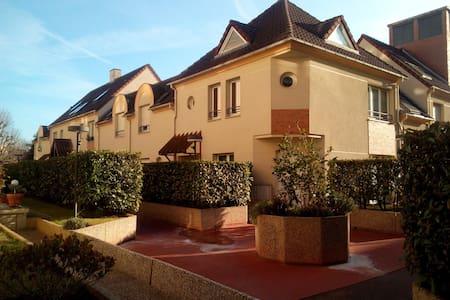 Maison cœur de ville à 15min de Paris - Fontenay-aux-Roses - 独立屋