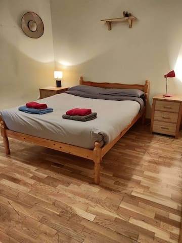 COZY ROOM IN CITY CENTRE WITH PRIVATE BATHROOM