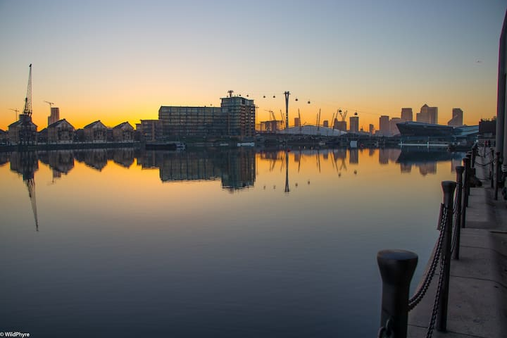 Panoramic River Views at Excel, O2 & City Airport - Londen