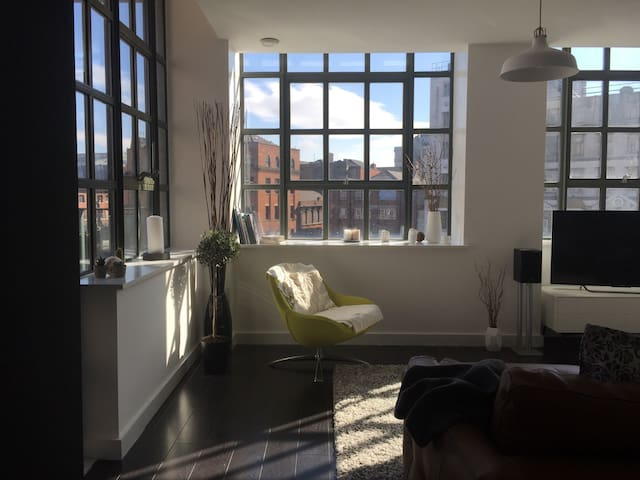 Bright, relaxing, modern NQ apt - Manchester - Apartment