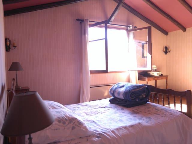 Grande chambre sud vue montagnes - Arbas