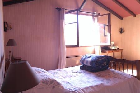 Grande chambre sud vue montagnes - Arbas - Haus