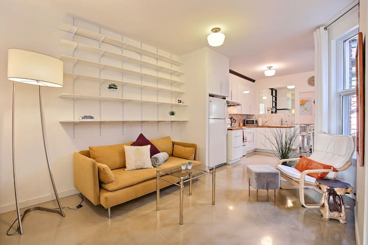 Modern Condo in Charming Old Rosemont 2Bdrs