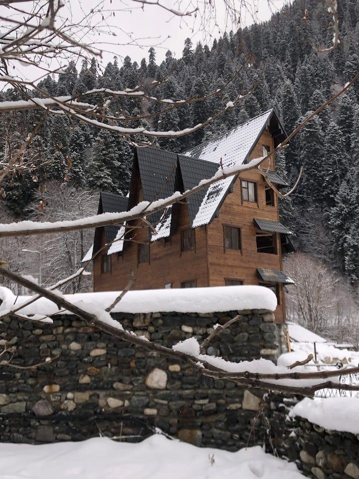 Двухместный номер 10 с видом на горы в новом отеле