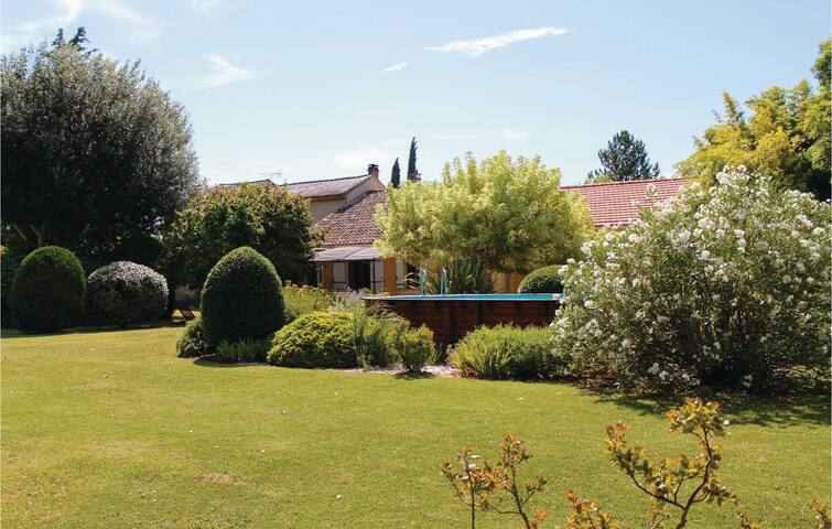 Semi-Detached with 3 bedrooms on 124 m² in Pernes les Fontaines