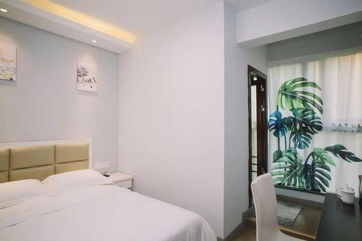 【新元素公寓】近机场磁悬浮,阳光精致大床房(免费接送机)