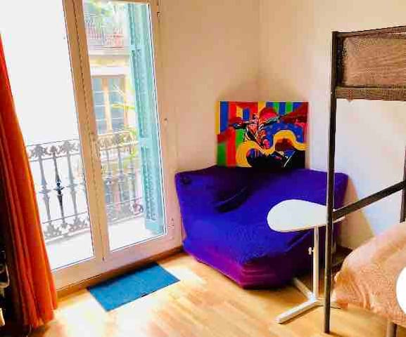 COSY ROOM IN THE HEART OF GOTIC, BEST LOCATION. C3
