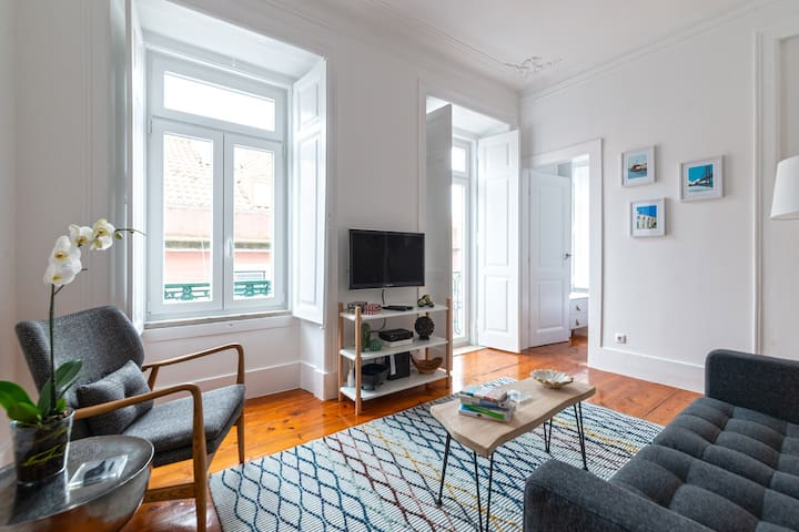 Central Lisbon - Bright, characterful stylish flat