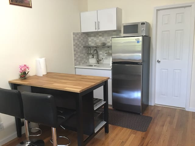 Private Apt in Queens NYC/less 5min walk to train