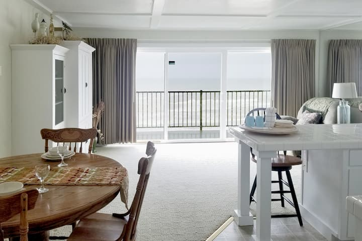 Oceanfront 3rd Floor Suite - Ocean Terrace #29