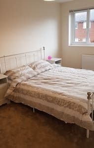 Two rooms in house in easy reach of city centre