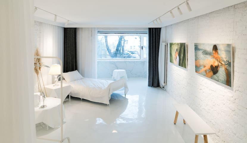 Pure White Art Space/Best location in Sanlitun