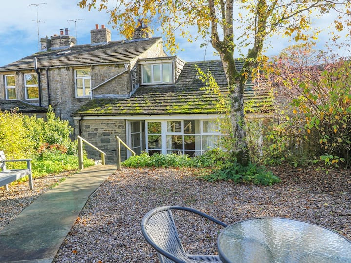 A comfortable spacious cottage in beautiful Linton