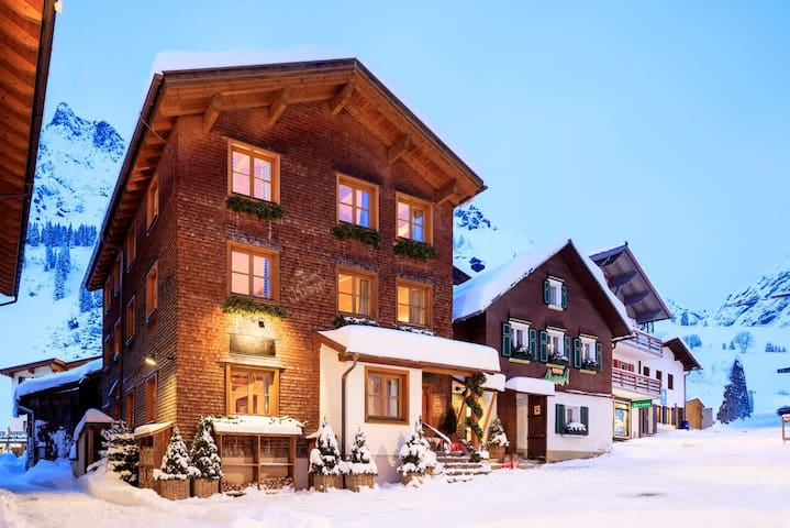 Chalet House Hannes Schneider - Stuben - Casa