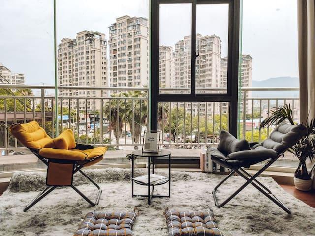 [Sloths Home]东站正对面/超大环绕落地窗/温馨2居室/全新智能家居/近冒险岛/高铁站/