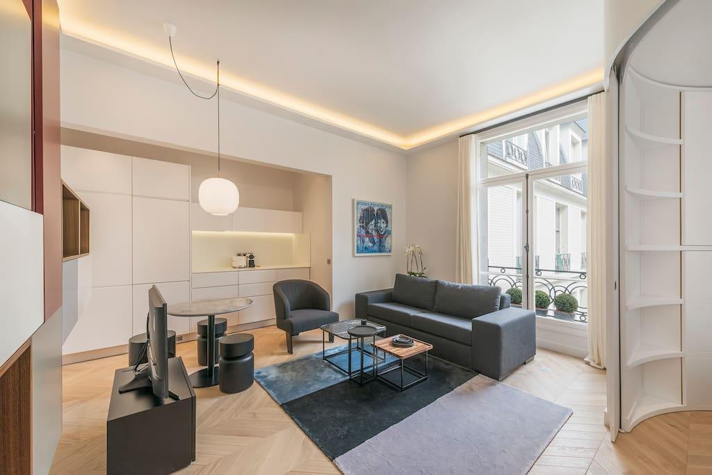 Luxury 1 bedroom on avenue des champs elys es apartments for Salon de coiffure afro champs elysees