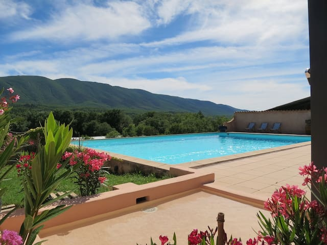 Mas 2 BR, peaceful, stunning view Luberon, 80 m2