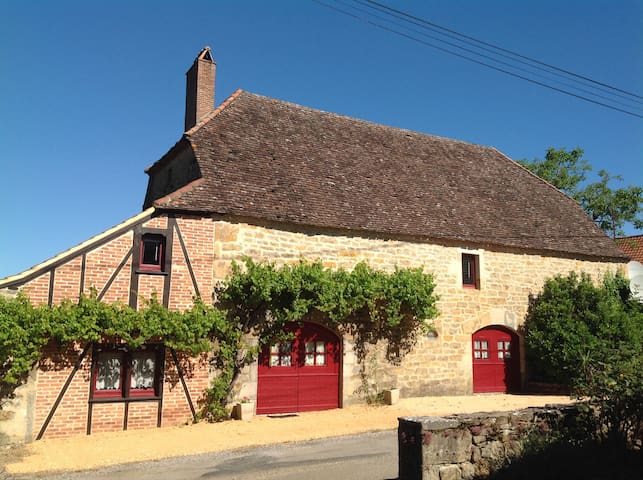 Lovely converted barn with private pool and garden
