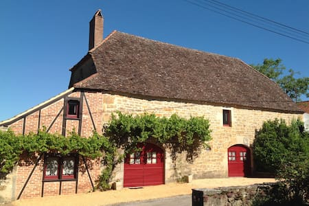 Lovely converted barn with private pool and garden - Thégra - House
