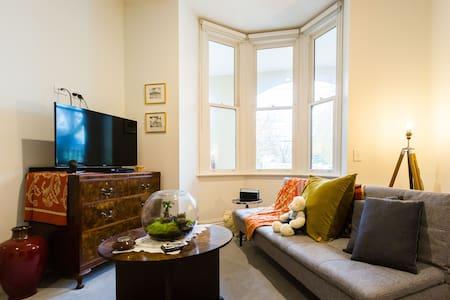 Alia, Fitzroy's old world charm. 24hr checkin+wifi - Fitzroy - Apartamento