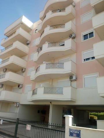Apartment located in front of the sea and Pefkias