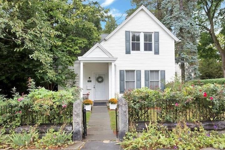 Gorgeous Home Walking Distance to Downtown! - タリータウン(Tarrytown) - 一軒家