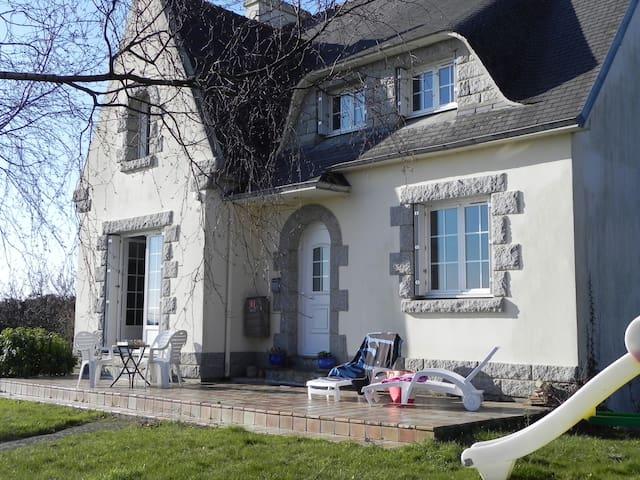 Maison familiale proche plage - Plomodiern - Casa