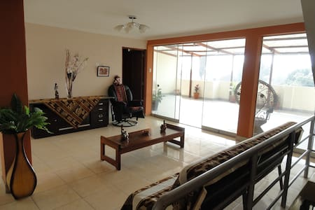 Cozy family lodging close to airport/mall/bus stat - San Martin de Porres - Bed & Breakfast
