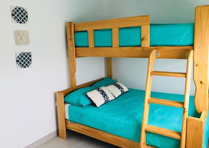 Dormitorio 2 cama dos plazas y 1 1/2 plaza. Room 2 , full size bed and 1 1/2 bed.