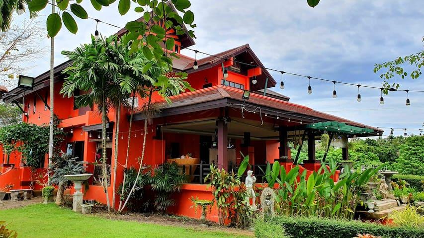 บ้านพักส่วนตัว กลางเมืองกระบี่ บนเนื้อที่ 3 ไร่ พร้อมปาร์ตี้ ถ่ายเวดดิ้ง ถ่ายละคร เงียบสงบ ท่ามกลาง สวนต้นไม้ธรรมชาติ