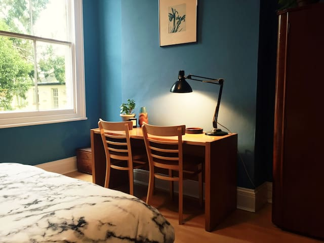 Peaceful double room in charming Edwardian flat - Londen - Appartement