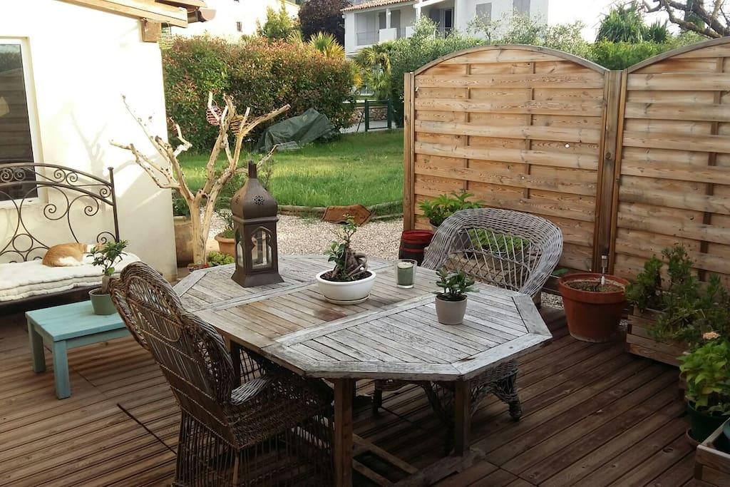 la terrasse est très agréable pour se détendre et y prendre le petit déjeuner. ...