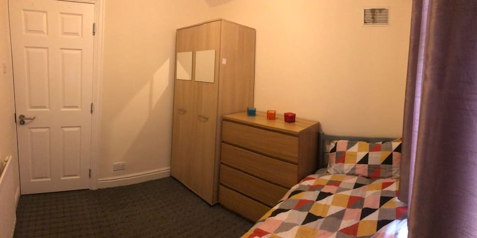 Female only,comfortable,clean double room,Manchest