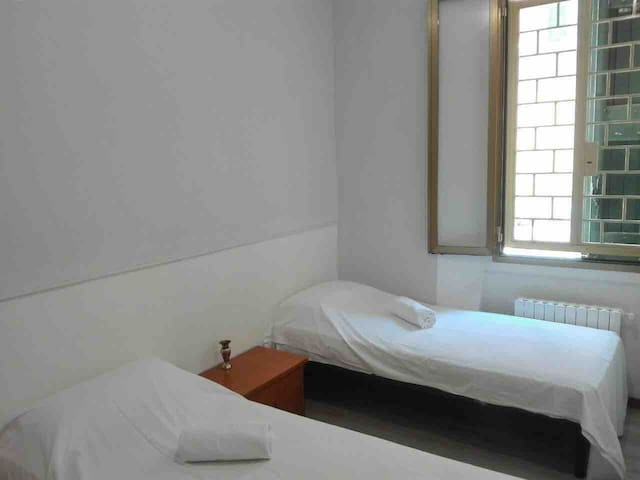 A Beautiful Share Room Near Bologna Center