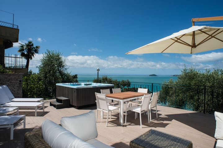 Luxuswohnung mit 50m2 Terasse und top Meersicht