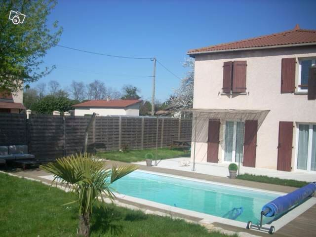 chambre 2p sb dche TV piscine proche LYON - Saint-Priest - Bed & Breakfast
