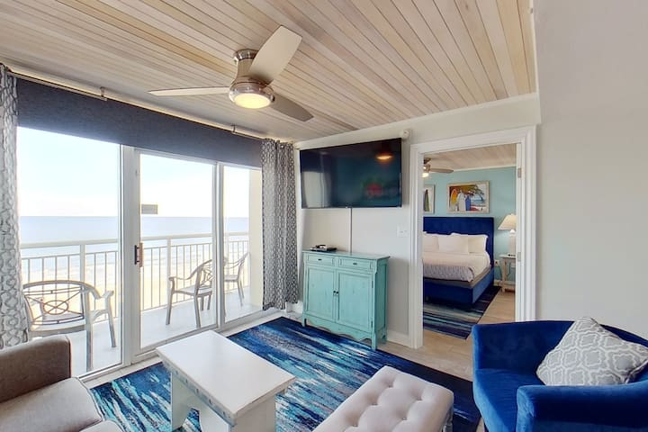 7th Floor Oceanfront Condo w/ WiFi, AC, Private W/D, Shared Pool/Hot Tub