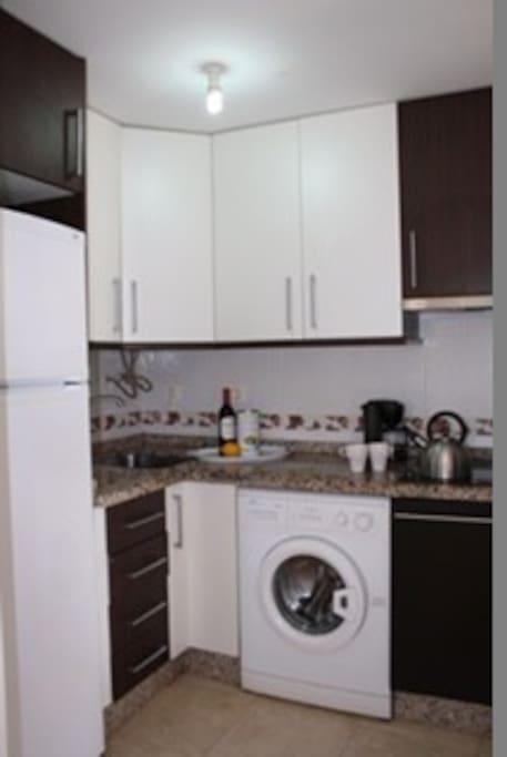 fully equipped kitchen - cocina equipada