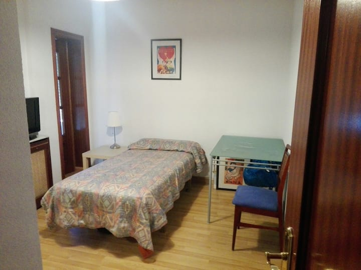 Single room (for girl), north of Madrid city