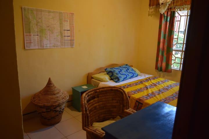 Huye Villa- Yellow Room