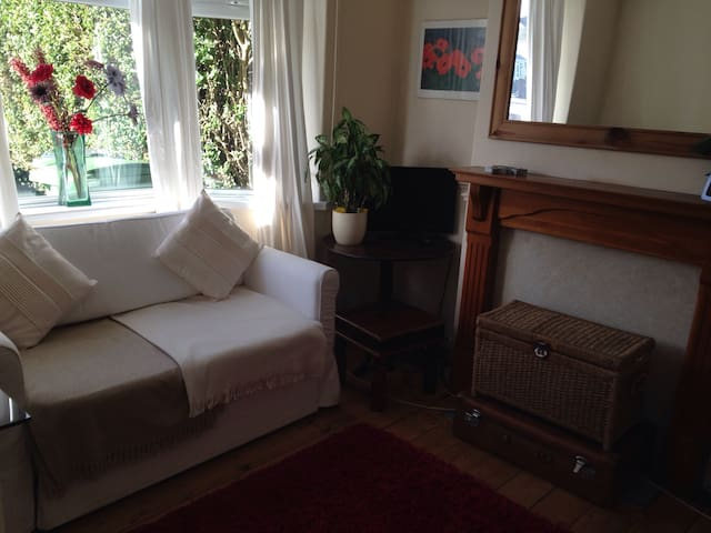 Peaceful Home - Private Double Room - Birchgrove - Cardiff - Hus