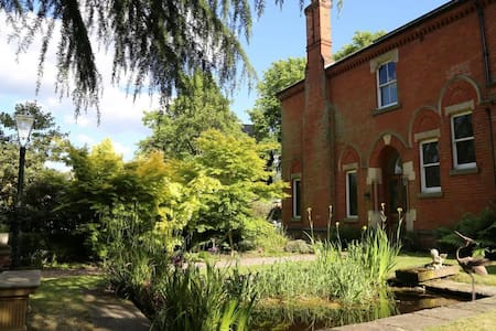 A detached Victorian house in city - Nottingham - House - 0