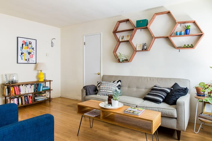 Mid century apartment in midtown - Sagrament - Pis