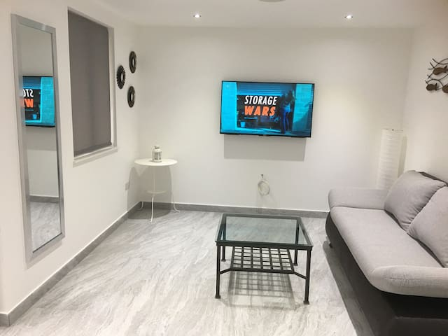 Bright modern fully equipped studio